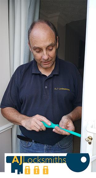 Emergency lock fixing
